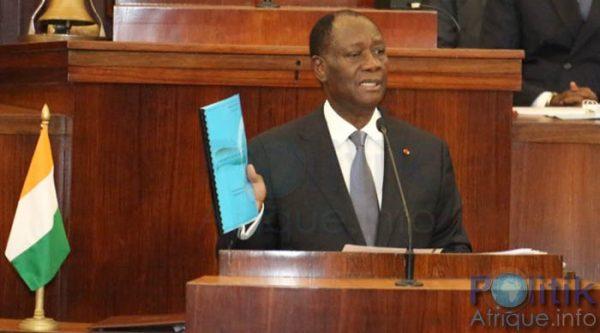 ADO présentant le projet de constitution à l'Assemblée Nationale